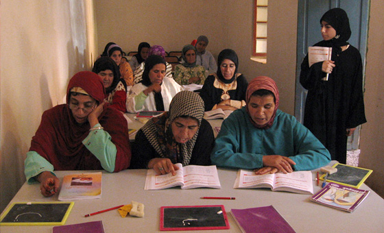Berberinnen beim Lernen in der Schule