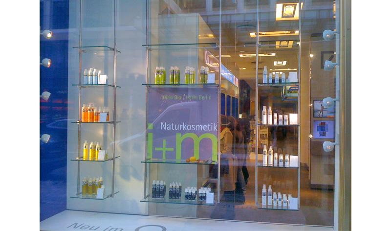 im-naturkosmetik-geschichte-design-schaufenster-2010