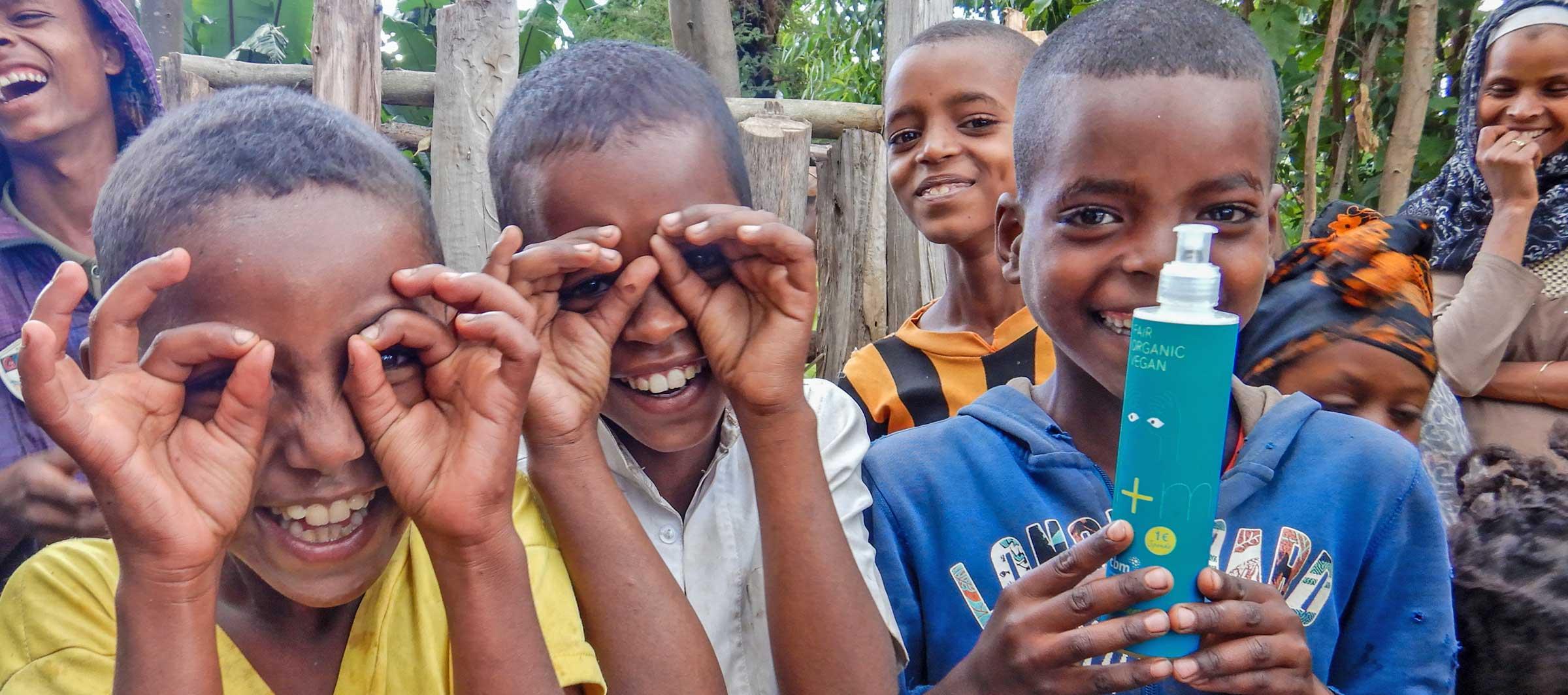Kinder in Äthiopien mit der CBM Spenderseife